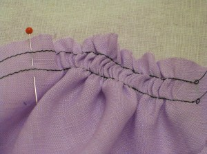 Pull up easing to within 1cm of top of sleeve.