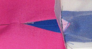 Position lips with join in centre of hole. Stitch across base.