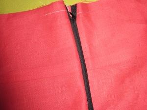 Close zipper and check position of seam.
