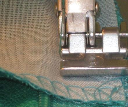 photo-17-use-zipper-foot-to-attach-seam-allowances-beside-zipper-teeth