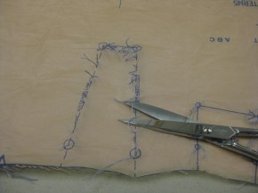 photo-4b-use-scissors-to-snip-loops-of-continuous-tailors-tacks