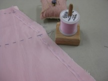 photo-5a-narrow-selvage-tacked-in-place-before-seam-is-stitched-to-stabilise-bias-seams